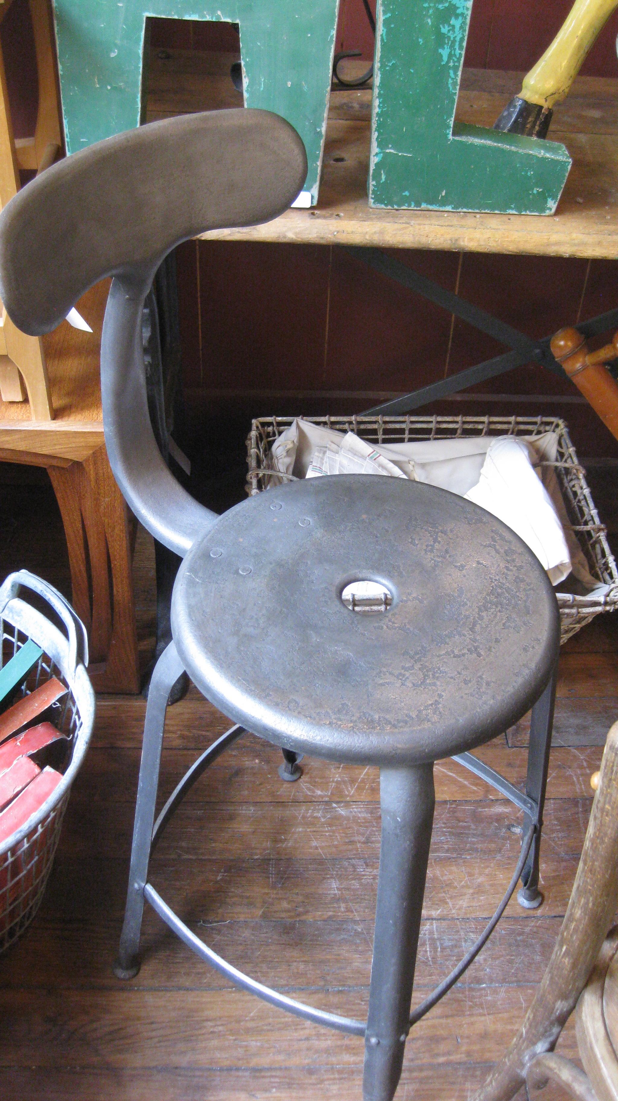 """Chaise Nicolle """"à queue de baleine"""" (Broc Martel)"""