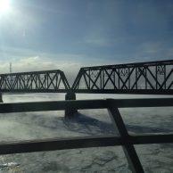 Pont sur le St Laurent gelé à Montréal