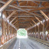 Sous un pont couvert au Québec