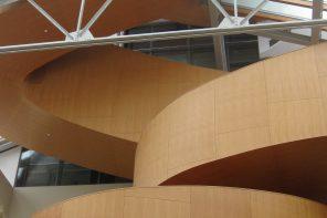 Escalier au Musée Royal de l'Ontario à Toronto