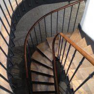 Escalier dans galerie du Marais Paris 4